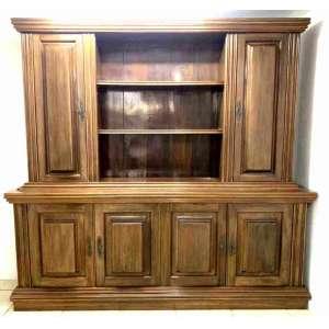 Grande armário com várias repartições, em madeira nobre e excelente estado. Medindo 2,20 x 2,08 x 50 cm