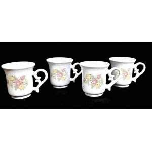Quatro xicaras de café sem os pires