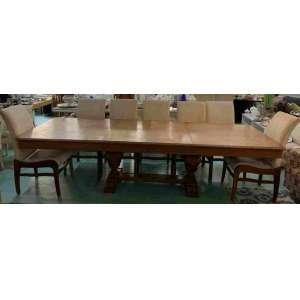 Belo conjunto de mesa com 12 cadeiras estofadas no assento e no encosto. A mesa tem o tampo extensível chegando a 3.00m.3,00 comprimento 1,09 largura x 0,75 altura. Para receber umvídeo da peça soliciteenviando uma mensagem para o whatsapp 31 97210-5588<br />