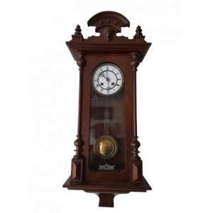 Bonito e imponente relógio com caixa em estilo vitoriano. Mostrador de àgata, toca meio carrilhão. Funcionando perfeitamente