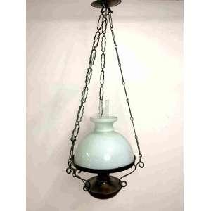 Luminária de teto no estilo colonial. Vidro branco, correntes emanga de vidro transparente