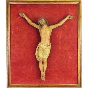 Bela placa sacra de pendurar do final do séc. XIX, tendo ao centro imagem em madeira policromada representando Cristo Vivo em posição de Crucificação. Fundo forrado em veludo vermelho. Med. da placa 62x52 e alt. do Cristo 46cm