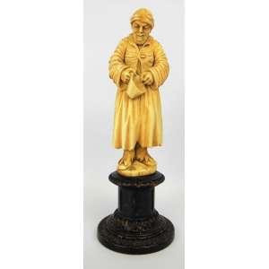 Bela escultura européia de coleção em marfim, monobloco do séc. XIX, representando Figura masculina com caneca. Peça em ricos detalhes. Base em madeira entalhada. Alt. total 18,5 cm.