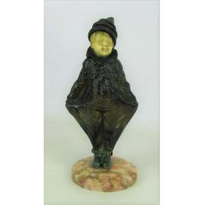 Omerth - Escultura art-deco francesa, de coleção, em bronze e marfim, representando Menino com vestes de palhaço. Base em mármore rajado. Artista catalogado em diversos livros e de cotação internacional. Alt. 18cm.