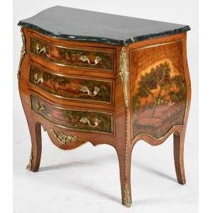 Cômoda semi bombê, estilo francês, Luis XV, em madeira com pintura de paisagem nas 3 gavetas e laterais. Tampo com mármore. Puxadores e guarnições em bronze. Med. 81x85x46cm.