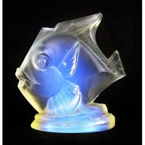 Sabino - Escultura de coleção em cristal francês satiné, na forma de peixe. Assinada e localizada em relevo. Minúsculo bicado no rabo. Alt. 11cm.