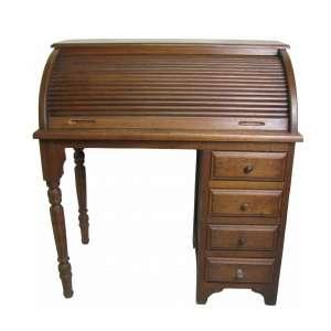 Escrivaninha de esteira, em madeira entalhada, com 4 gavetas em uma das laterais. Gabinete com 3 gavetinhas de cada lado e dois escaninhos centrais. Pernas torneadas. Med. 111x104x57cm.