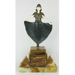 Escultura em bronze policromado e marfim, ao gosto Chiparus, representando Dançarina. Base em mármore com assinatura D.H. Chiparus. Quatro dedos de uma mão e um dedo da outra com pequenas quebras. Alt. 44cm.
