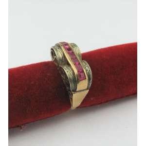 Anel em ouro 18k, branco e amarelo, com brilhantes e pedras na cor rubi. Peso 5.5g. Aro 15. Este ítem não se encontra no local do leilão.