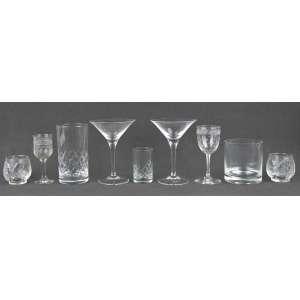 Conjunto de 24 taças e copos diversos em cristal e 6 copinhos em vidro.