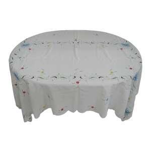 Toalha de mesa com bordados coloridos. Marcas de uso. Med. 1,42x2,04.