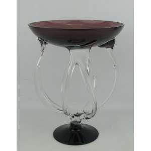 Centro de mesa em murano polonês, moldado a mão, na cor violeta, sustentando por hastes recurvas. Alt. 27 cm.