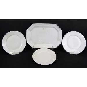 Conjunto de travessa e 17 pratos em porcelana francesa de Limoges, sendo 9 rasos (em dois tamanhos) e 8 para sobremesa. Três rasos e de sobremesa apresentam pequeno bicado na borda.