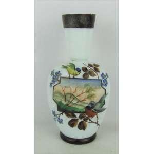 Vaso em opalina leitosa decorado com pintura policromada e paisagem com pássaros. Com pequenos bicados e fissura na borda. Alt. 26cm.