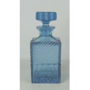 Licoreiro em grosso cristal, na cor lilás, de seção quadrada. Lapidação dedão e bico de jaca. Alt. 22 cm.