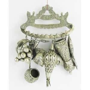 Balangandã de coleção em prata contrastada, teor 600 milésimos com 9 adereços. Suporte com figuras de pássaros. Peso 185 g. Alt. 15,5 cm.