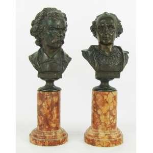 Duas esculturas em bronze patinado, representando busto de Carlos Gomes e Columbus. Bases em mármore. Uma base com pequeno lascado na parte de trás. Alt. total 19,5 e 19 cm.