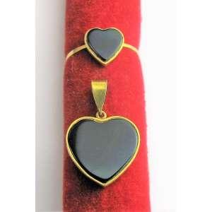 Anel e pingente em ouro 18k, com pedra preta. Peso 36 g. Aro do anel 16. Este item não se encontra no local do leilão.