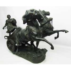 H. Trucci - Belo e imponente grupo escultórico em bronze patinado, representando Biga. Peça executada com minuciosos detalhes. Assinada, localizada e numerada na base. Med. 45,5x30,5x72,5cm.