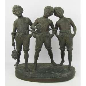 Assinatura Ilegível - Grupo escultórico em petit bronze, possivelmente europeu, representando Três meninos. Marcas do tempo. Med. 35,5x31x18,5cm.