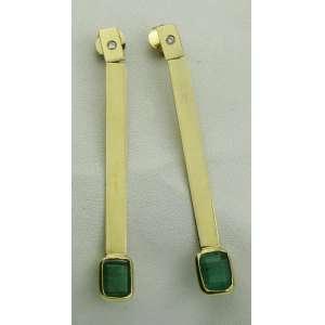 Par de brincos em ouro 18kt com 2cts de esmeralda. Este ítem não se encontra no local do leilão.