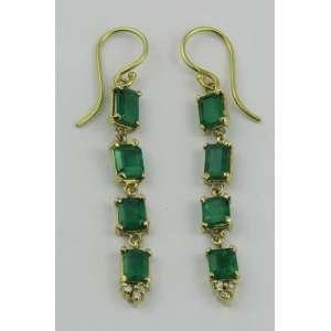 Par de brincos em ouro 18kt e esmeraldas colombianas 4,20cts e 6 brilhantinhos. Este ítem não se encontra no local do leilão.