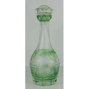 Licoreiro em cristal na tonalidade verde, com lapidações dedão, cachos de uva e folhas de parreiras. Alt. 31 cm.