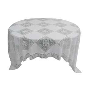 Toalha de mesa na cor branca em renda de máquina. Med. 2,60x1,60cm.