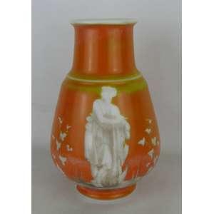 Vaso em opalina na cor leitosa com pintura externa na cor laranja, decorado com paisagem de figura grega com folhas e folhagens. Alt. 26cm.