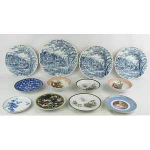 Onze peças em porcelana e faiança de diversas decorações e procedências, sendo 4 pratos ingleses, 5 pratinhos e 3 bowlzinhos. Diam. maior e menor 25,5 e 14 cm.