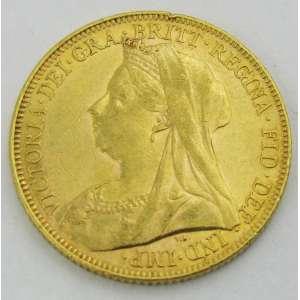 Moeda de coleção, em ouro 22k de uma libra esterlina, tendo no verso São Jorge, datada de 1901 e no anverso Rainha Victoria. Peso 8g. Este ítem não e encontra no local do leilão.