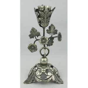 Dez Dinheiros - Paliteiro de coleção em prata brasileira, marca do contraste e resquícios da marca do prateiro, trabalhado com flores e folhagens. Peso 160g. Alt. 17cm.