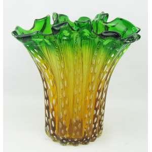 Vaso em murano italiano, nas cores âmbar e verde em degrade, com trabalhos em gomos. Decorado internamente com bolhas de ar. Med. 28,5x27,5x24 cm.
