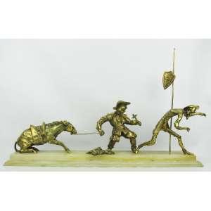 Belíssimo grupo escultórico em bronze dourado, representando Don Quixote e Sancho Pansa Base em pedra natural, com pequenos bicados e batidinhas. Med. total 47x76,5x20cm.
