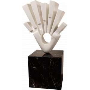 Bruno Giorgi - Arrebol - Mármore de Carrara - 65 x 54 x 21 sobre base de Mármore Negro Rajado 40 x 40 x 40. Altura total 105 cm - Com documento de expertização e venda da obra