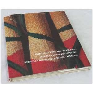 Artistas da tapeçaria Brasileira, Editora Volkswagen, 1987. capa dura revestida em tecido e sobrecapa(rasgada nas bordas) - 219 páginas. Com exceção da sobrecapa mencionada, o livro está em muito bom estado, apenas amarelado pelo tempo.