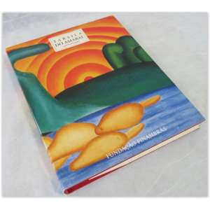 Tarsila do Amaral, fundação Finambrás, capa dura e contracapa. Levemente desgastados pelo tempo. 222 páginas ilustradas com obras da artista.
