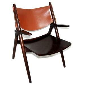 HANS WEGNER - SAWBUCH CHAIR - CH28 (1952) - cadeira ícone projetada pelo designer de móveis dinamarqueses Hans Wegner em 1952 e fabricado por Carl Hansen & Son da Dinamarca. Medidas: 100x63x63 cm.