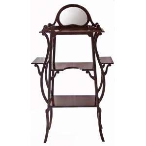 Porta bibelots em madeira laqueada, estilo Art Nouveau. Três platôs, braços colaterais, encimado por espelho. Medidas: 135 x 78 x 28 cm.