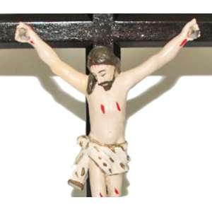 Crucifixo de mesa e parede, fatura popular, Pernambuco século XIX. Cristo em madeira entalhada e policromada. Medidas: 50 x 28 x 5,5 cm.