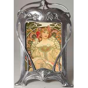 W.M.F. Wurtemberg Metal Fabrik- Porta retratos Art Nouveau (Alemanha, 1890-1910). MODELO:31* Reproduzido no livro de 1906, pagina 304. Medidas: 24 x 16 cm.<br />Old Silver - Silver Plated.lavrado em motivos fitomorfos. Medidas: