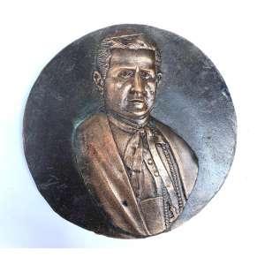 Medalhão em bronze, década de 1930, de feitura do escultor italiano Miguel Langone - 14/04/1892 <br />Placa em bronze maciço circular com imagem do PAPA PIO X- nascido Giuseppe Melchiorre Sarto, foi o 257.º Papa. O seu pontificado decorreu de 1903 A 1914.<br />Medidas: 22 cm de diâmetro.