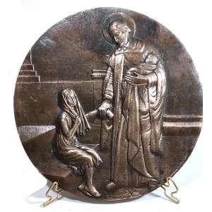 MIGUEL LANGONE - Medalhão em bronze, década de 1930, assinado pelo escultor italiano Miguel Langone - 14/04/1892<br /> Placa em bronze circular com a imagem de SÃO VICENTE DE PAULA, fazendo caridade. Medidas: 25 cm de diâmetro.