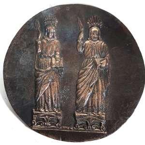 MIGUEL LANGONE.- Medalhão em bronze, década de 1930, assinado pelo escultor italiano Miguel Langone - 14/04/1892<br />Placa em bronze circular imagem de COSME E DAMIÃO,ICONOGRAFIA ESTILO BIZANTINA.Medidas: 21 cm de diâmetro.