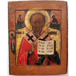 SÃO NICOLAU DE MIRA - Ícone Russo, imagem em pintura. PERÍODO IMPERIAL(1870-1890)*<br />COMPOSIÇÃO: Madeira, bolo armênio, folha de ouro, punções, pigmentos, primorosa pintura em têmpera.<br />MEDIDAS: 34 x 28 x 3 cm.<br />DA ICONOGRAFIA: Os paramentos são típicos dos bispos do oriente bizantino: Sobre os ombros o OMOFORIUN, <br />(a longa estola branca, decorada com cruzes) que, rebatida sobre o peito cobre os dois ombros. <br />A destra abençoa. <br />A mão esquerda sustenta o evangelho sob uma mantilha na cor verde.<br />A Esquerda: SÃO LUCAS, pintando o primeiro ícone da VIRGEM. <br />A direita A VIRGEM segurando um Omoforium; ambos sobre nimbos. <br />Há ainda um terceiro personagem: Um Monge Ortodoxo.<br /><br />DA DEVOÇÃO: nasceu no ano de 270 na cidade de Patras, Turquia, tendo sido eleito bispo de Mira e falecido no ano de 342 d.C. Myra, também na Turquia. <br />Dito Taumaturgo, também conhecido como São Nicolau de Bari, é o santo padroeiro da Rússia, Grécia e da Noruega. É o patrono dos guardas noturnos na Armênia e dos coroinhas na cidade de Bari, na Itália, onde estariam sepultados seus restos mortais.