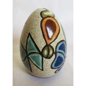 F.B.- Brennand<br />Ovo.<br />Cerâmica vitrificada, pintada a mão.<br />Med: 17 x 11 cm<br />(...) No trabalho de Brennand, os ovos de argila estão sempre presentes, depositados como um emblema de imortalidade. O ovo simboliza o que é potencial, o germe da geração, o mistério da vida. O ovo do mundo, símbolo cósmico que se encontra na maioria das tradições culturais de todos os povos.(...)