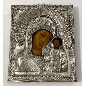 ÍCONE - IVERSKAJA - MONTE ATHOS - ODIGHITRIA. Rússia, século XIX. Pintura em Têmpera sobre madeira. Oklad e Mandorla em metal branco com banho prata, rebatido e cinzelado. Medidas: 26 x 31 cm.<br /><br /><br />