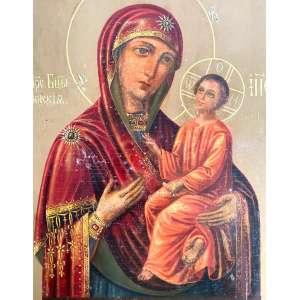 Imagem Sobre Madeira. Início séc. XX. Medidas: 34 x 40,5 cm.<br /><br />THEOTOKOS IVERSKAYA- IVIRON - VERSÃO MONTREAL- CANADÁ- O ícone, que começou a jorrar mirra em 1982, tornou-se um dos principais objetos sagrados da Diáspora Russa.<br /><br /> <br />Theotokos Iverskaya- Iviron é o nome do mosteiro no Monte Athos onde o ícone era de 999. De acordo com a tradição da Igreja, este ícone era do tipo pintado pelo Apóstolo e Evangelista Lucas sobre uma mesa que, O próprio Senhor, Theotokos e São José tinham suas refeições. Este ícone é do tipo Hodegetria, do grego que significa Ponteiro do Caminho e geralmente é representado com o Menino Jesus em Seus braços, dando Sua bênção. Este ícone é um protótipo de ícone que segundo a tradição o sustenta durante a polémica iconoclasta do século 9. Century, uma viúva de Constantinopla escondeu o ícone em sua casa para preservar o ícone da destruição. Temendo ser apanhada, ela o colocou nas águas de Nicéia, onde acabou sendo encontrado flutuando no mar perto do Monte Athos. Foi encontrado pelos monges do mosteiro Iviron no Monte Athos e colocado lá. Uma cópia foi feita e enviada para a Rússia em 1648, onde uma capela foi construída para ela. Quase imediatamente, essa cópia tornou-se altamente venerada por causa dos muitos milagres que foram atribuídos a ela. O dia da festa deste ícone é 12 de fevereiro, dia em que apareceu aos monges no Monte Athos e em 13 de outubro para comemorar a chegada das réplicas à Rússia naquele dia. Este ícone também é conhecido como ícone Ibérico e Iverskaya. o dia em que apareceu aos monges no Monte Athos e em 13 de outubro para comemorar a chegada das réplicas à Rússia naquele dia.<br /><br /><br />Versão Montreal<br />Como é comum na Igreja Ortodoxa, o ícone é umprotótipoque foi copiado inúmeras vezes.Várias das cópias em si são conhecidas por serem maravilhosas, uma das mais famosas é oícone da corrente demirradeMontreal,noCanadá.Por quinze anos (1982-1997), enquanto a mirra continuava a fluir do Íc