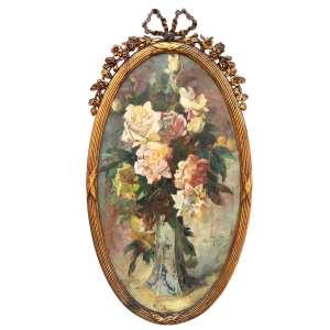 OSCAR PEREIRA DA SILVA (São Fidélis - RJ, 1867 - São Paulo - SP, 1939)<br />OVAL <br />Medidas: 69 x 39 cm. / 80 x 43 cm.<br />Óleo sobre cartão.<br />Flores, natureza morta.<br />Consta de selo no verso: Restaurado em 1999 por Renata Weithermer.<br /><br />Em 1882, matriculou-se na Academia Imperial de Belas Artes <br />Em 1887, tornou-se ajudante de Zeferino da Costa na decoração da Igreja da Candelária, no Rio de Janeiro. <br /><br />Em Paris, Oscar foi pensionista do ateliê de dois dos maiores conservadores, Léon Bonnat e Jean-Léon Gérôme, que atendia aos pedidos de oficiais do governo francês.<br /><br />Em 1896 retornou ao Brasil. No Rio de Janeiro, realizou uma exposição individual no salão da Escola Nacional de Belas Artes (Enba).<br />Em São Paulo e lecionou no Liceu de Artes e Ofícios de São Paulo e fundou o Núcleo Artístico, que, mais tarde, se transformaria na Escola de Belas Artes, onde deu aulas. <br />Entre 1903 e 1911, decorou o Theatro Municipal de São Paulo, elaborando três murais: O Teatro na Grécia Antiga, A Dança e A Música.<br /><br />Sua pintura era muito apreciada pelas elites ligadas a cafeicultura, as quais assumiam cada vez mais um papel de destaque no canário político, devido a instauração da República no país, gerando a produção de iconografias locais. <br /><br />A experiência de trabalhar na decoração da Igreja da Candelária, no Rio de Janeiro, gerou frutos em São Paulo, tendo a oportunidade de decorar, juntamente com Benedito Calixto, a Igreja de Santa Cecília e as igrejas de Santa Ifigênia, da Consolação e do Rosário, em São Paulo.<br /><br />Na cidade de São Paulo estão os principais trabalhos do artista, entre os quais se destacam Escrava Romana (1894), Infância de Giotto (1895), Fundação de São Paulo (1909) e Desembarque de Cabral em Porto Seguro (1900), entre outros preservados pela Pinacoteca de São Paulo e pelo Museu Paulista da Universidade de São Paulo.<br /><br />Após retornar de Paris em novembro de 1930, surge modificações