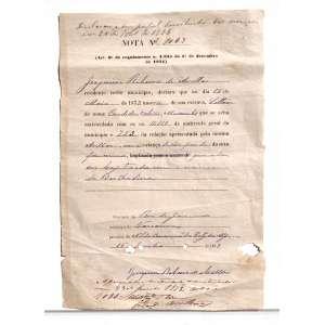 Descrição do documento: NOTA de JOAQUIM RIBEIRO DE AVELAR (PRIMEIRO E ÚNICO VISCONDE COM GRANDEZA DE UBÁ) que declara o nascimento de BERTHOLINA, sendo filha de sua ESCRAVA de nome CÂNDIDA, e nascida liberta pela LEI DO VENTRE LIVRE, declarada 2 anos antes desta nota datada de 1873. O documento ostenta inscrições na parte superior e inferior à impressão.<br /><br />Transcrição do documento:<br /><br />Declarou que havia desistido dos serviços em 20 de abril de 1885<br /><br />NOTA N. 1064<br />(Art. 6 do regulamento n. 4,835 do 1 de dezembro de 1871)<br /><br />JOAQUIM RIBEIRO DE AVELLAR, residente neste município, declara que no dia 12 de maio de 1873 nasceu de sua escrava, Solteira de nome CANDIDA, CABRAL, MUCAMBA que se acha matriculada com os ns.11:119 da matricula geral do município e 453 da relação apresentada pelo mesmo AVELLAR, uma criança de côr parda do sexo feminino que a de ser baptizada com o nome de Bertholina.<br /><br />Província do Rio de Janeiro<br />Município de Vassouras<br />Parochia de N.S. da Conceição de Pati do Alferes<br />15 de junho de 1873<br />JOAQUIM RIBEIRO DE AVELLAR<br /><br /><br />Medidas: 39 x 43 cm.<br />